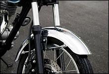 エストレヤの雰囲気を高める金属パーツの数々。樹脂系パーツでは出せない高い質感は大きな魅力。
