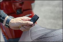 キーに付属したリモコンにはシートオープナーとアラーム付きのイモビライザー機能を装備。盗難やイタズラ防止にも効果的だ。