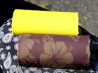 ソリッドカラーには黄色や紫、赤のほか、黒や茶系も揃う。柄の展開はペイズリーやアロハ風ハワイアンをはじめ、ヒョウ柄やカモフラージュ、スカルまでファッショナブルなデザインが揃っている。