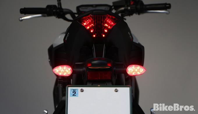 ネイキッドにも有効なボスコムジャパンのデイライト&バックフォグシステムの画像